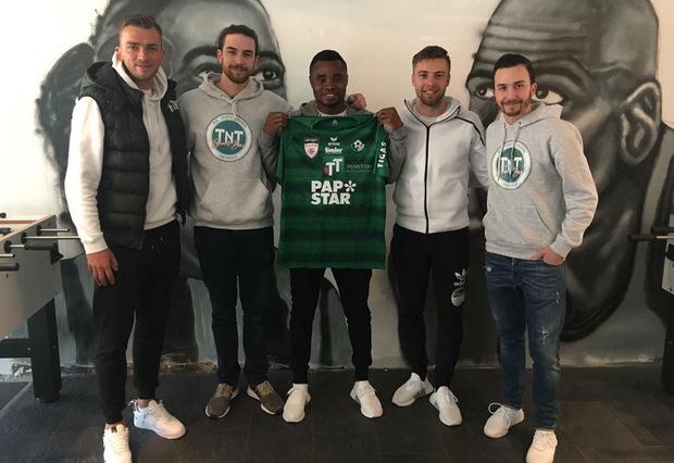 Auch WSG-Stürmer Milan Jurdik und die Mittelfeldspieler Felix Adjei und Dino Kovacec statteten Florian (2.v.l.) und Martin (r.)  bereits einen Besuch ab.