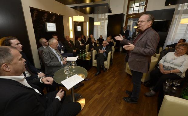 Moser-Holding-CEO Hermann Petz begrüßt Sebastian Kurz zum dritten Mal in der TT-Lounge – als Staatssekretär, als Außenminister, jetzt als Kanzler.