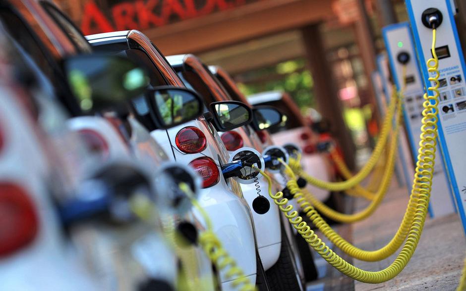 Im Kern geht es bei dem Streit darum, ob sich alle Förderungen künftig ausschließlich auf Batteriefahrzeuge konzentrieren sollen.