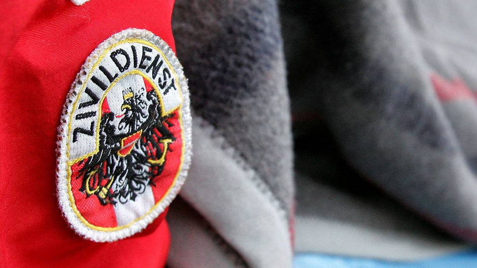 Es ist ein österreichisches Kuriosum: Im Rettungsdienst werden Zivildiener als vollwertige Sanitäter eingesetzt. Das sorgt nun für Diskussionen.