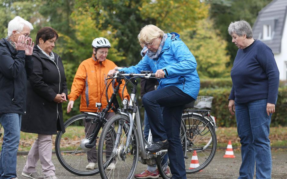 Drei Viertel aller tödlich verunglückten E-Biker waren älter als 65 Jahre, das Durchschnittsalter lag bei 71 Jahren.  Der ÖAMTC empfiehlt Kurse, in denen der Umgang mit dem Gefährt trainiert werden kann. (Symbolbild)