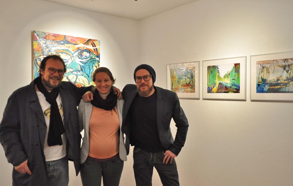 Die Geschwister Philipp und Helena Scheibler stellen derzeit gemeinsam mit Florian Resch (v.l.) im Mieminger Kunst-Werk-Raum Mesnerhaus aus.