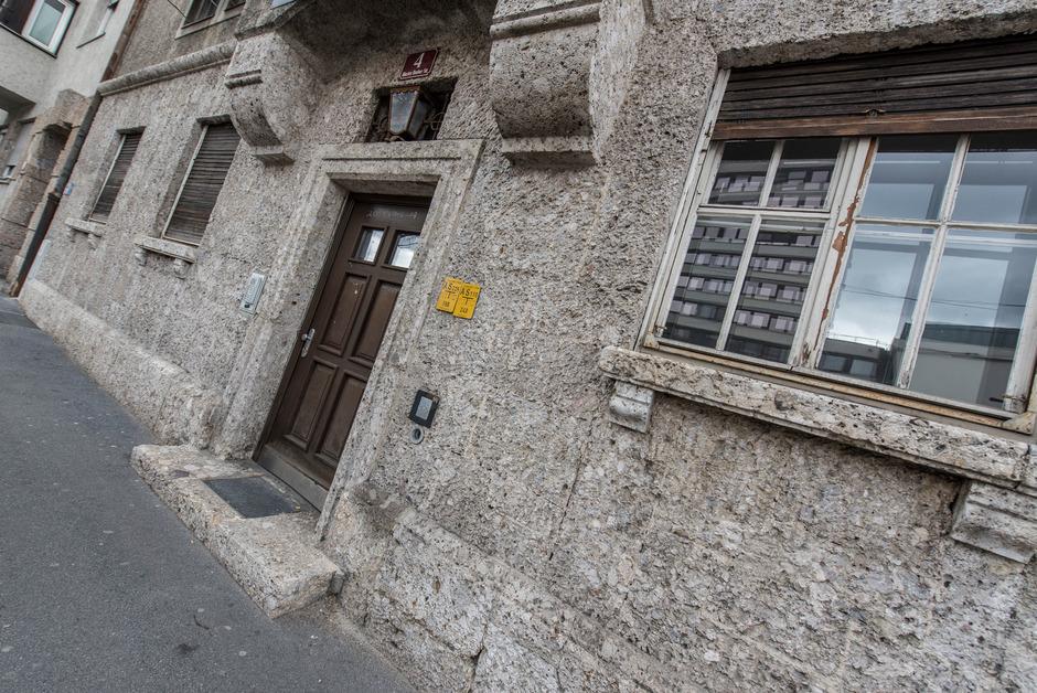 Das Gebäude in der Blasius-Hueber-Straße und die bevorstehende Widmung sorgen weiter für Diskussionen.