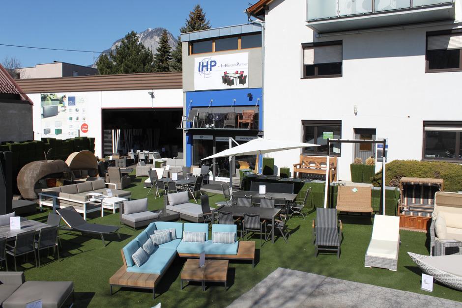 IHP bietet auf mehr als 1.200 Quadratmetern Tirols größte Gartenmöbel-Ausstellung. Ein Großteil des breiten Sortiments ist lagernd und damit rasch verfügbar.