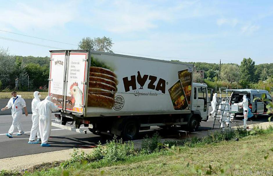 71 Flüchtlinge erstickten im August 2015 in einem Lkw auf der A4.