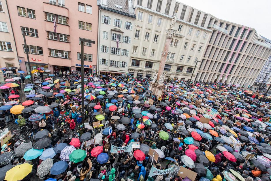 Auch in Innsbruck demonstrierten Tausende Schüler fürs Klima.