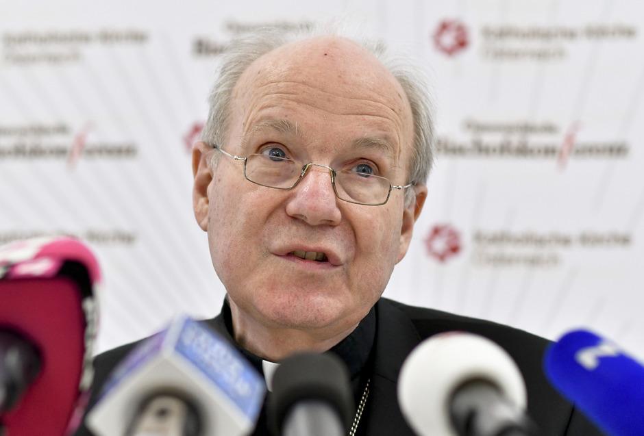 Kardinal Christoph Schönborn machte am Freitag in einer Pressekonferenz nach der Vollversammlung der römisch-katholischen Bischofskonferenz seine Krebserkrankung bekannt.