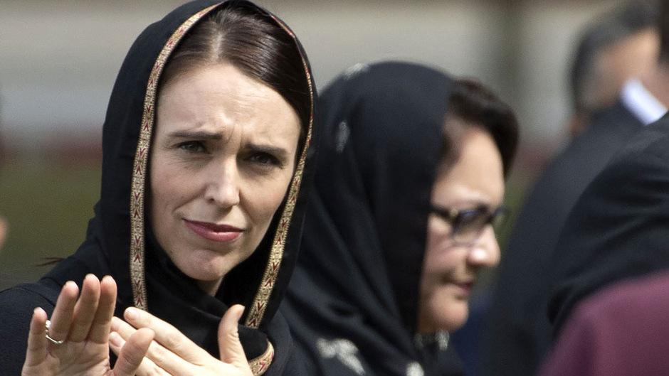 Neuseeland Anschlag Video Update: Schweigeminuten Und Kopftuch: Tag Der Trauer In Neuseeland