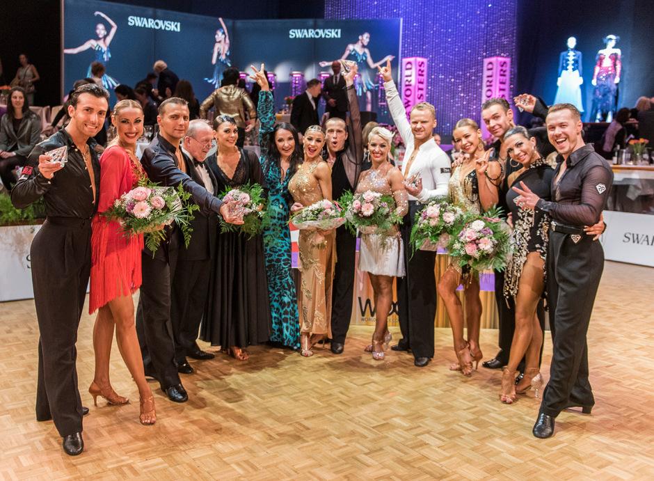 Die World-Masters-Finalisten nahmen die Sieger Cocchi/Zagoruychenko (rechts neben Julia Polai) in die Mitte.