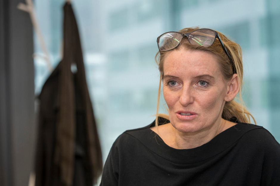 Eine Streiterin für die Baukultur im Land: die Innsbrucker Architektin Kathrin Aste, die seit dem WS 2018/19 am Innsbrucker Lehrstuhl für experimentelle Architektur sitzt.
