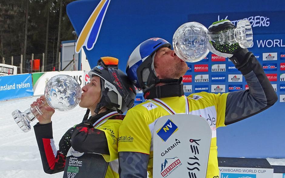Die Freude bei Daniela Ulbing und Benjamin Karl über den Gewinn der Team-Kristallkugel war extrem groß.
