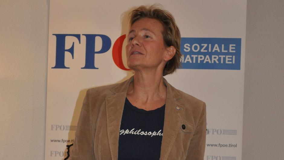 Ließ kein gutes Haar an der Verkehrspolitik des Landes: FPÖ-LA Evelyn Achhorner.