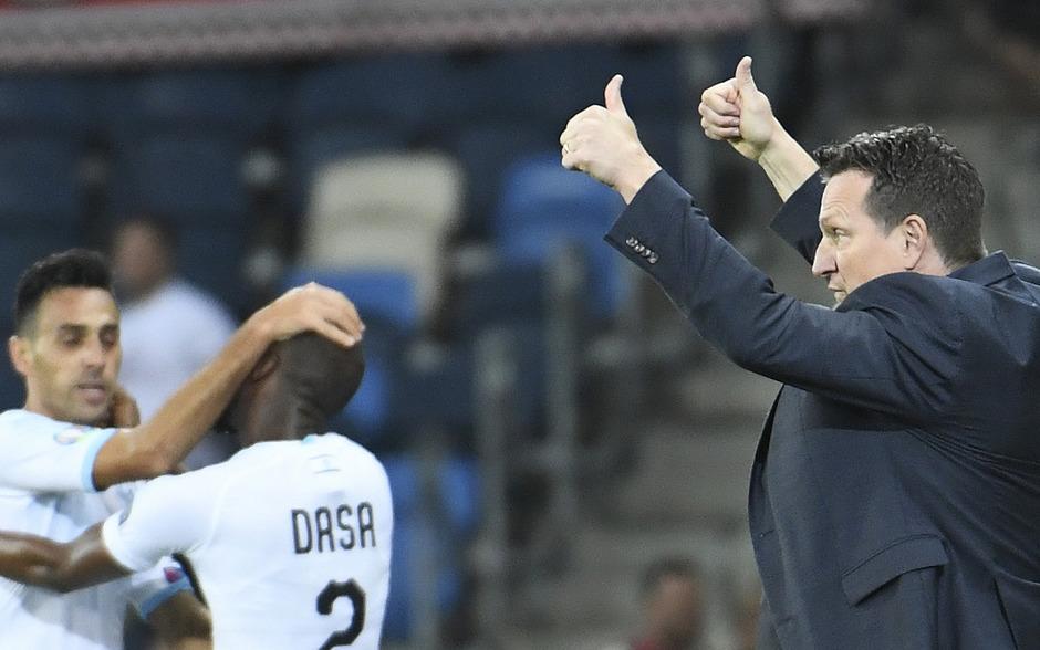 Daumen hoch: Andreas Herzog jubelte über den Sieg gegen das ÖFB-Team.