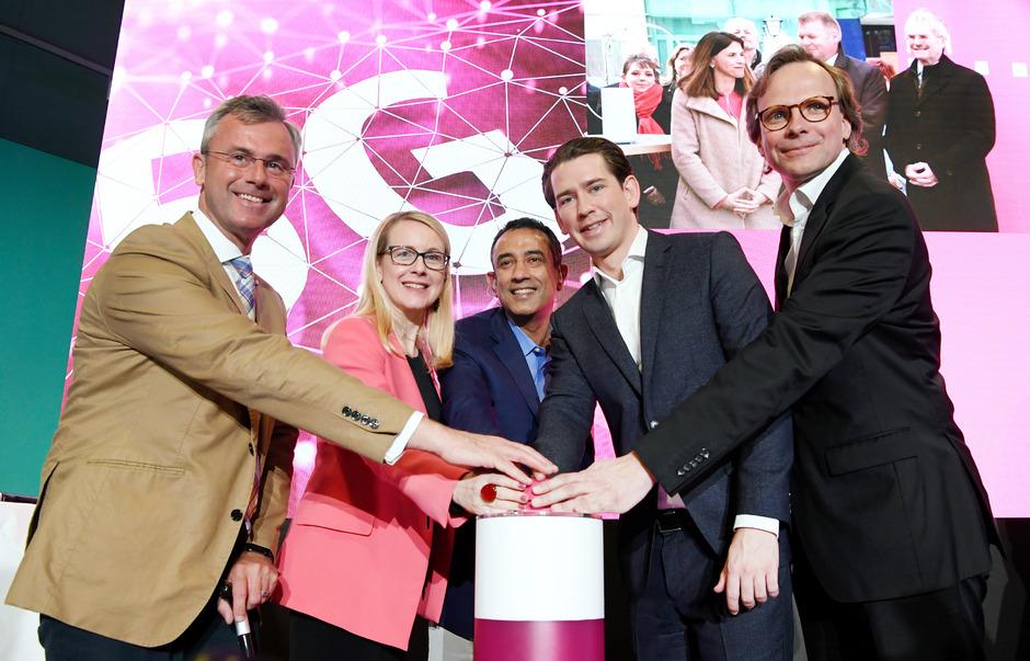 Anlässlich der feierlichen Einschaltung kamen Infrastrukturminister Norbert Hofer, Wirtschaftsministerin Margarete Schramböck, Vorstand Srini Gopalan (Deutsche Telekom), Bundeskanzler Sebastian Kurz und CEO Andreas Bierwirth (T-Mobile) zusammen.