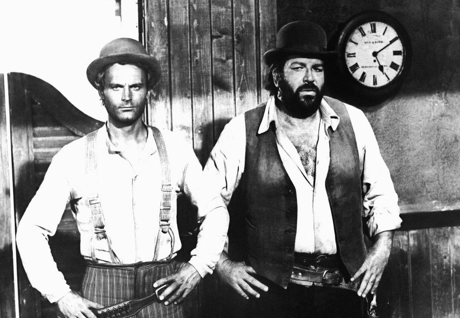 """Terence Hill (l) und Bud Spencer (r) in dem erfolgreichen Italo-Western-Klamauk """"Vier Fäuste für ein Halleluja"""" (1971)."""