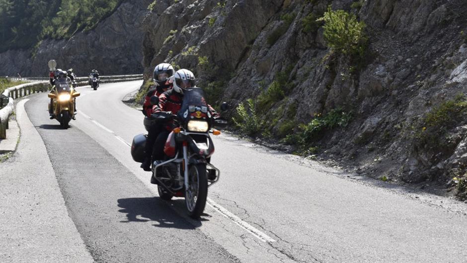 Am Hahntennjoch ist der (touristische) Motorrad-Ausflugsverkehr in den vergangenen Jahren explodiert.