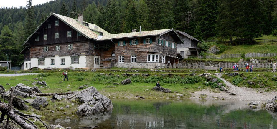 Das Gasthaus am Obernberger See ist schon seit vielen Jahren geschlossen. Ein Neuprojekt scheitert derzeit an der Zufahrt.