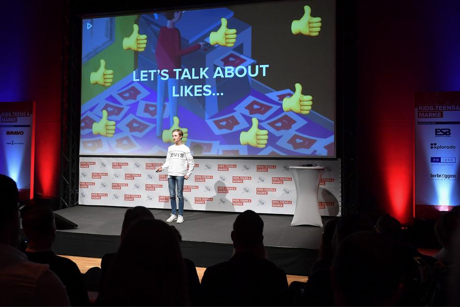 Facebook und Co. waren früher: Die Jugendlichen heute kommunizieren auf Social-Media-Plattformen wie TikTok. Durch die Schnelllebigkeit seien junge Leute heuer mehr denn je Macher, sagt Jungunternehmer Charles Bahr.