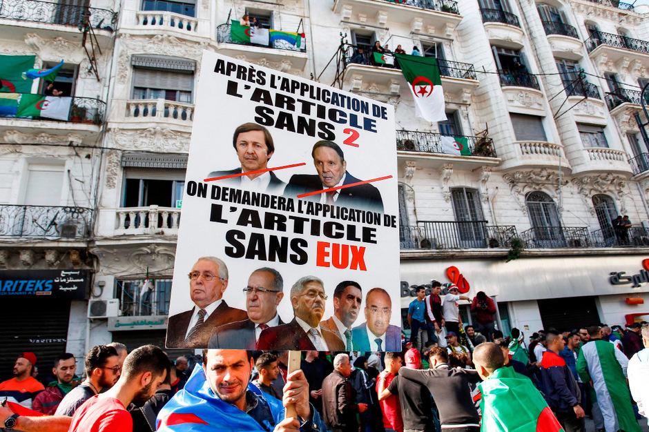 Hundertausende protestierten für den Rücktritt von Präsident Abdelaziz Bouteflika.