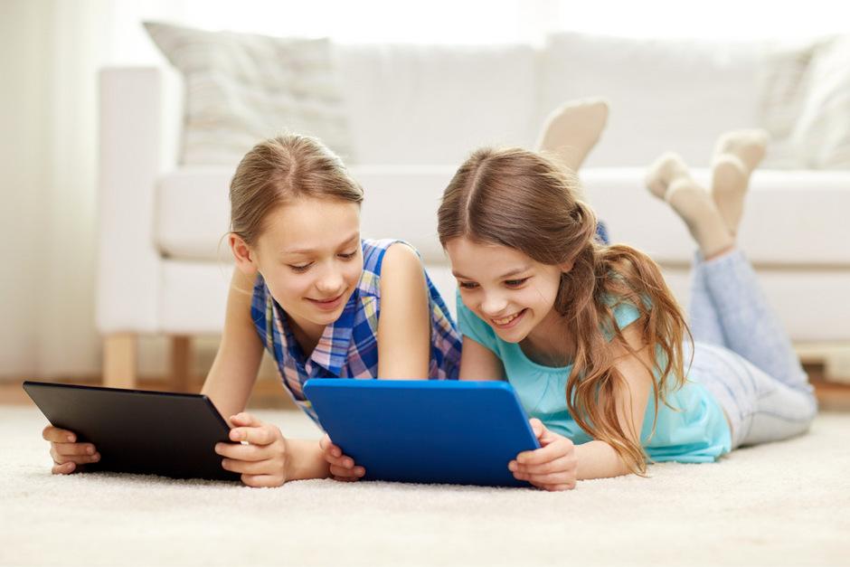 Für viele Kinder gehören Tablets samt Wischbewegungen zum Alltag. Auch Schulen setzen auf neue Medien.