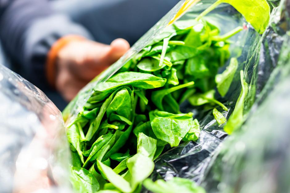Essfertiger Salat aus dem Beutel ist eine schnelle Ess-Lösung, nicht immer aber die gesündeste.