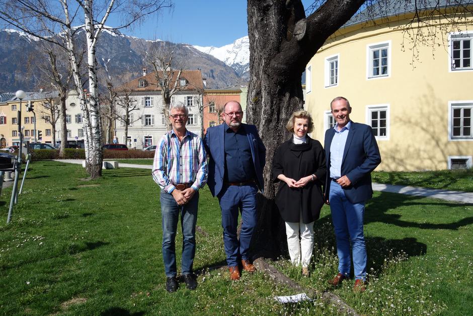 Studienautor Roland Murauer (2.v.l.) rät TVB-Obmann Werner Nuding (l.) und den Ortschefs Eva Posch und Thomas Oberbeirsteiner u.a. zu stärkerer ortsübergreifender Kooperation beim Standortmarketing.
