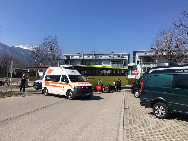 Die Rettung brachte das Mädchen ins Krankenhaus Reutte.