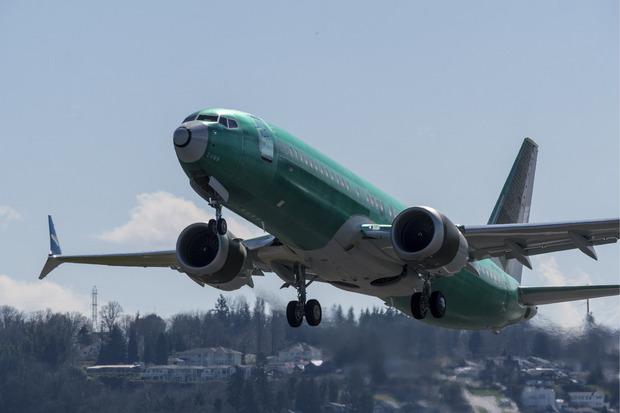 Auch Flugzeuge, die wegen der eingebauten Technik nicht mehr steuerbar sind und abstürzen, bereiten Sorgen.
