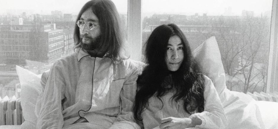 Länger im Bett bleiben für den Frieden. John Lennon und Yoko Ono hielten 1969 eine Woche lang bei einem sogenannten Bed-in Hof.