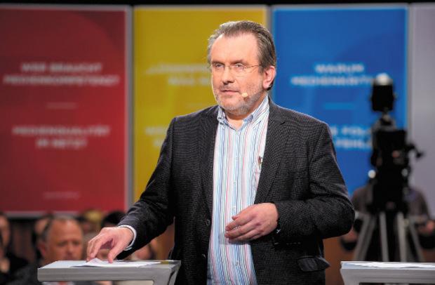 Fritz Hausjell ist Medienhistoriker und lehrt an der Universität Wien Publizistik. Der Oberösterreicher gilt als profunder Kenner des ORF. Kritiker sprechen ihm die nötige Distanz zum Sender ab, da er mehrere Studien für den ORF verfasst hat.