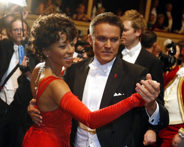 Das Moderatorenteam Arabella Kiesbauer und Alfons Haider im Februar 2007 waehrend des Opernballs in der Wiener Staatsoper.