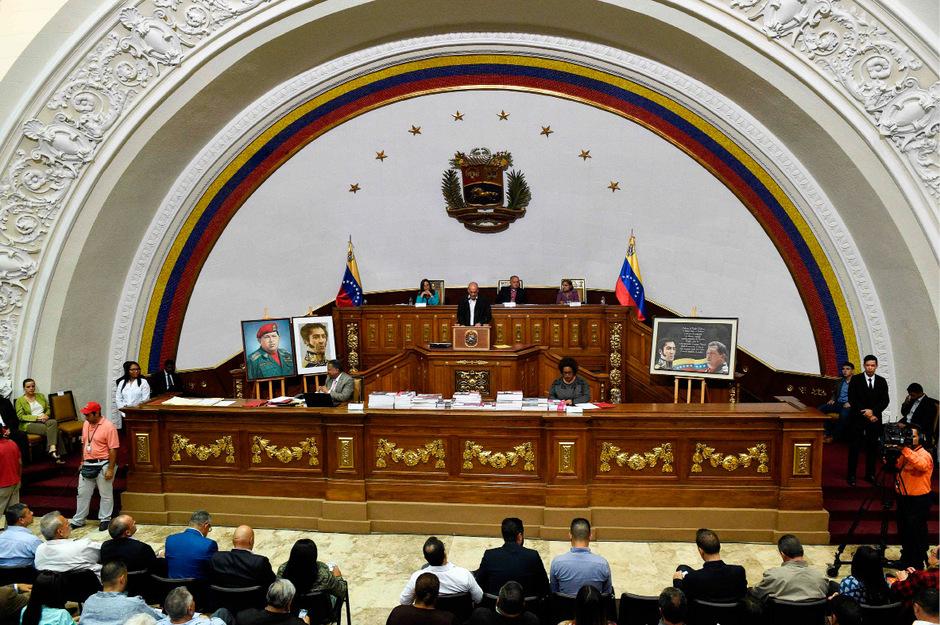 Die Abgeordneten billigten ein Dekret, nach dem ein Verfahren wegen Amtsanmaßung gegen Guaidó fortgesetzt werden soll.