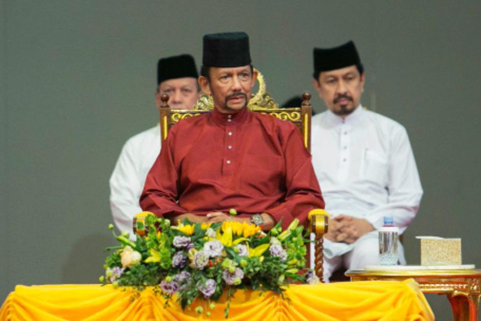Bruneis Sultan Hassanal Bolkiah begann 2014 damit, die Scharia einzuführen.
