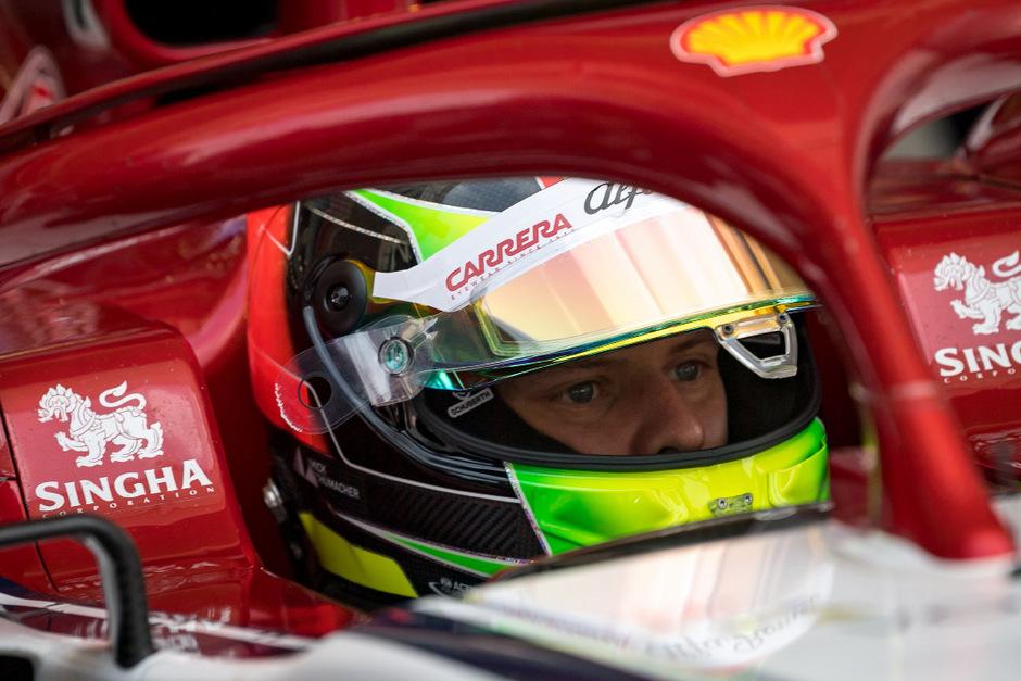 Mick Schumacher am Steuer des Rennfahrzeuges.