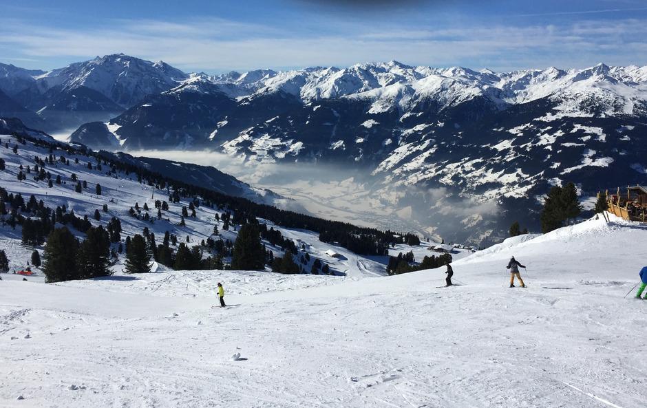 Schlechte Luft wird im verkehrsgeplagten Tirol sichtbar. Doch Alpenkonventions-Staaten wie Italien oder Deutschland verhindern Maßnahmen.