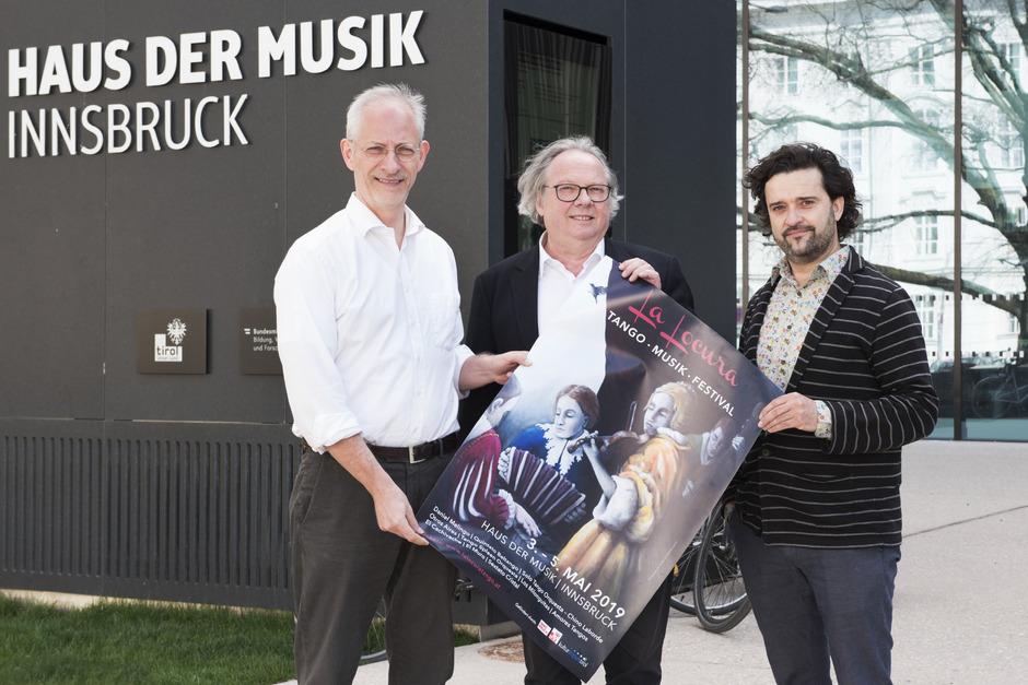 """Wolfgang Laubichler, Direktor Haus der Musik, Jakob Flarer und Joachim Tschütscher vom Verein """"Tango dos"""" (v.l.)."""
