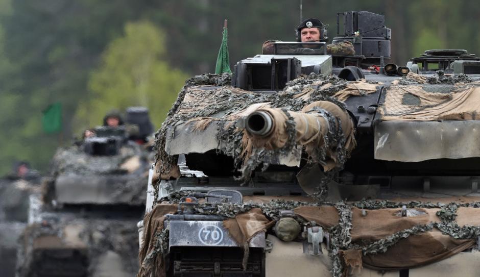 Ein deutscher Panzer bei einem NATO-Manöver.