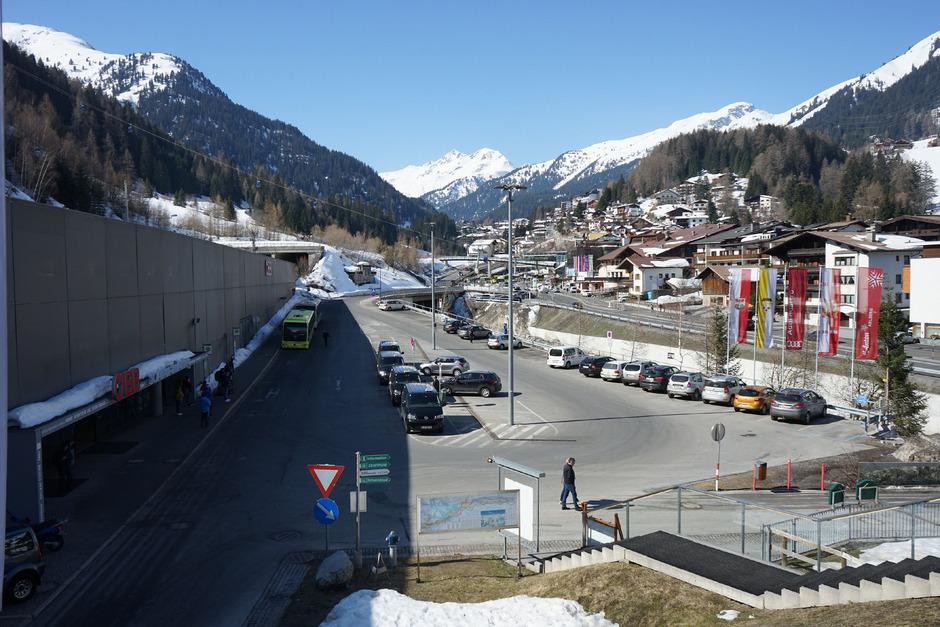 Im Zuge der WM 2001 wurde in St. Anton die Bahn verlegt.