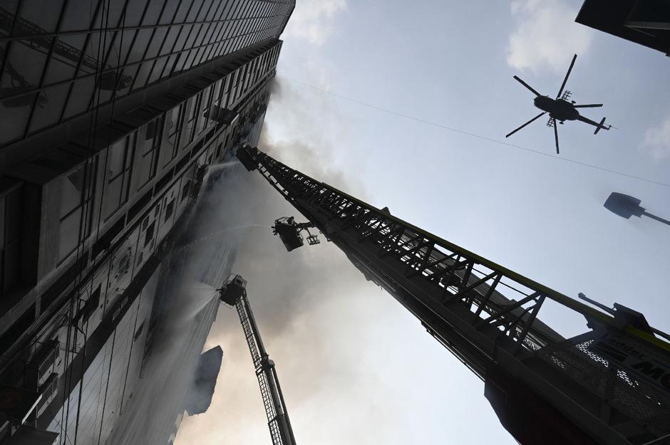 Beim Brand eines Hochhauses in Bangladesch am Donnerstag sind 25 Menschen ums Leben gekommen.