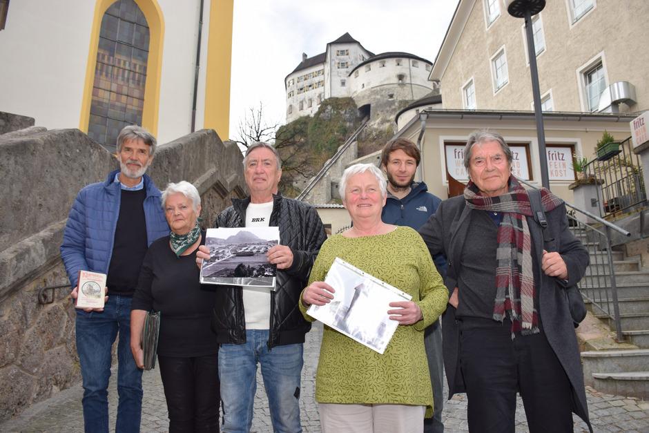 Autor Arnold Klotz (r.) und Projektleiter Richard Schwarz (2.v.r.) haben Teile der Erinnerungen von Georg Hetzenauer, Marju Jurschick-Bäumel, Raimund Feher und Brigitte Perterer (v.l.) im Buch verarbeitet.