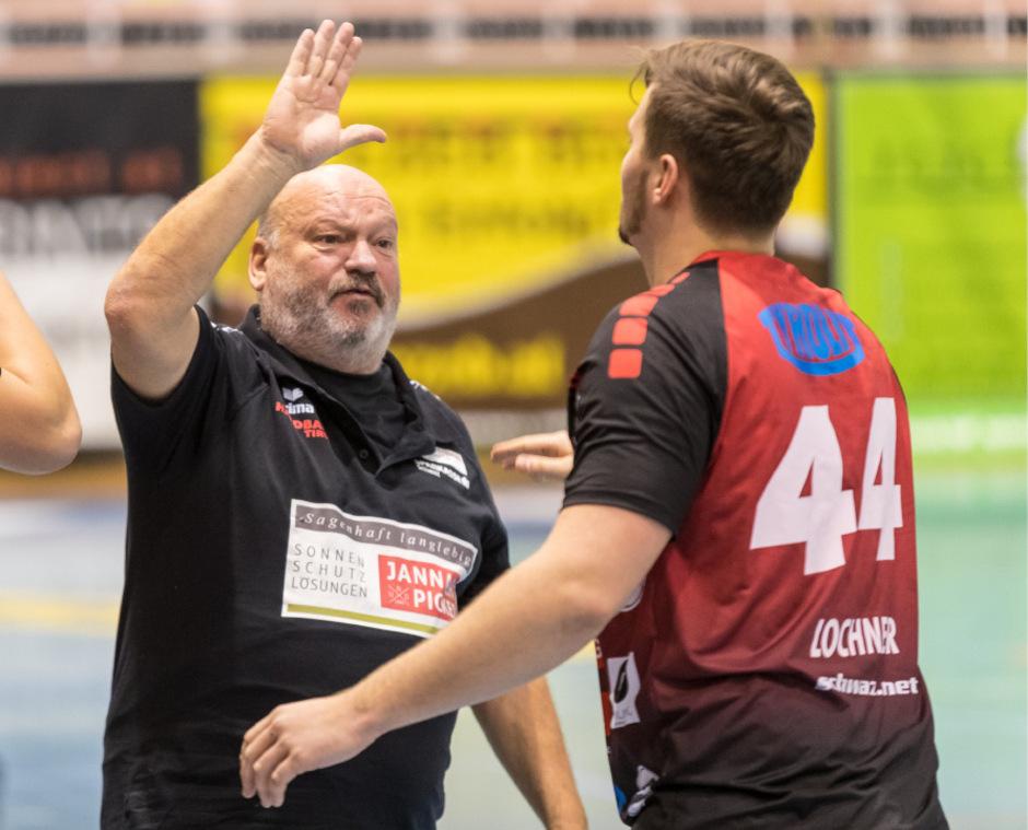 Antreiber und Motivator: Der Schwazer Handball-Trainer Frank Bergemann stimmt sein Team aufs Viertelfinale und das Cup-Final-Four ein.