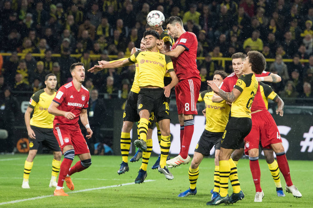 Das Kult-Duell zwischen Dortmund (gelb) und dem FC Bayern verspricht am Samstag wieder intensive Zweikämpfe.