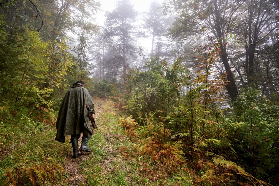 Im Berufsleben oft im Scheinwerfer der Öffentlichkeit, sind Jagdpächter in Außerferner Wäldern gerne für sich