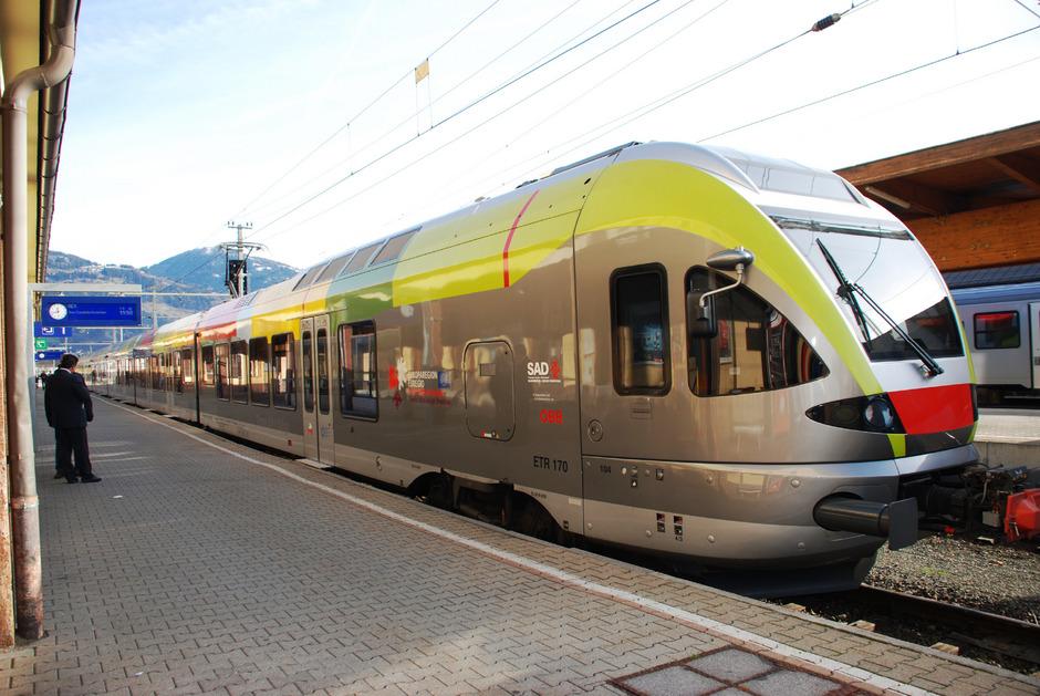 Auf der Bahnstrecke zwischen Lienz und Innichen stehen in den nächsten Monaten Bauarbeiten und Streckensperren an.