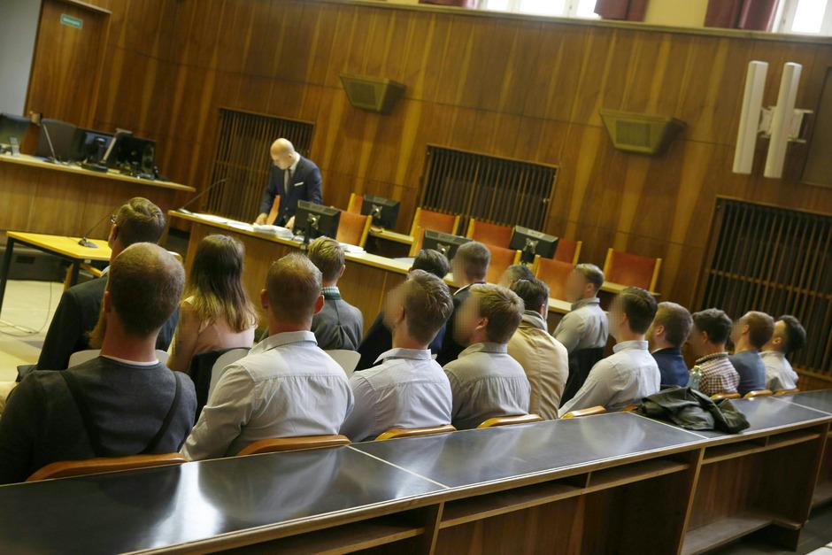 Grund für die Auflösung des Sperrvermerks ist der Freispruch der Identitären vom Vorwurf der kriminellen Vereinigung in Graz 2018.