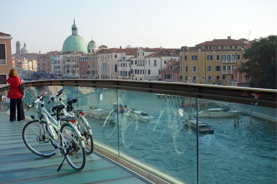Nach Venedig radeln ist eine Sache – in Venedig radeln ist strafbar, nur die Zufahrt zum Bahnhof ist möglich.