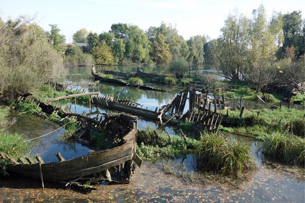 Der Cimitero dei burci – der Schiffsfriedhof erinnert an den Streik von Ölmühlen-Arbeitern in den 70ern.