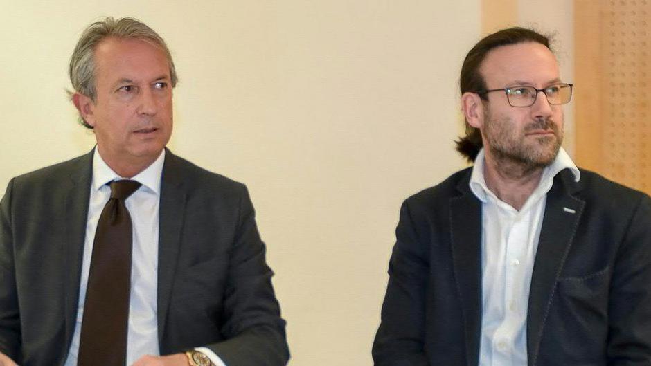 Andreas Leisner, künstlerischer Leiter der Festspiele Erl, mit seinem Rechtsanwalt Michael Krüger (l.).