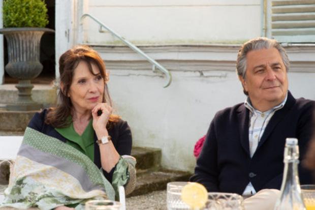 Monsieur Claude Verneuil und seine Ehefrau Marie müssen in Teil 2 einen Schock verdauen: Ihre Töchter wollen auswandern.