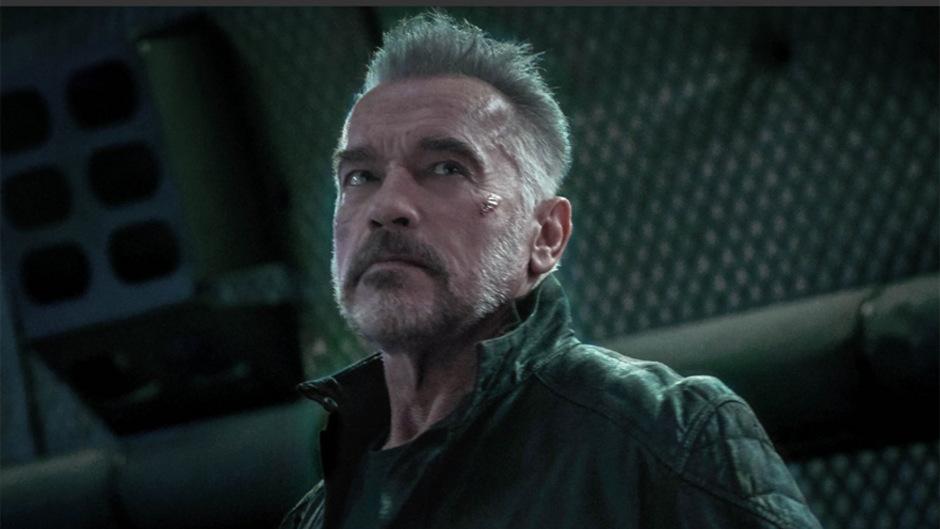 Auf Twitter zeigte sich der gebürtige Steirer am Donnerstag mit grauem Bart, grimmigem Blick und Wunden im Gesicht in einem Setfoto aus dem Action-Film.